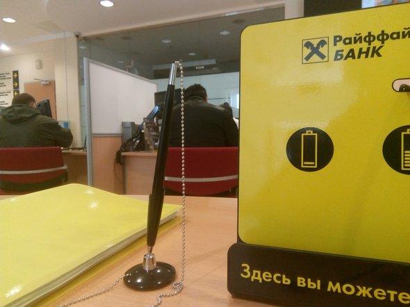 Райффайзенбанк не выдает гонорары омскому журналисту Виктору Корбу