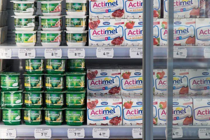 Йогурты на прилавке
