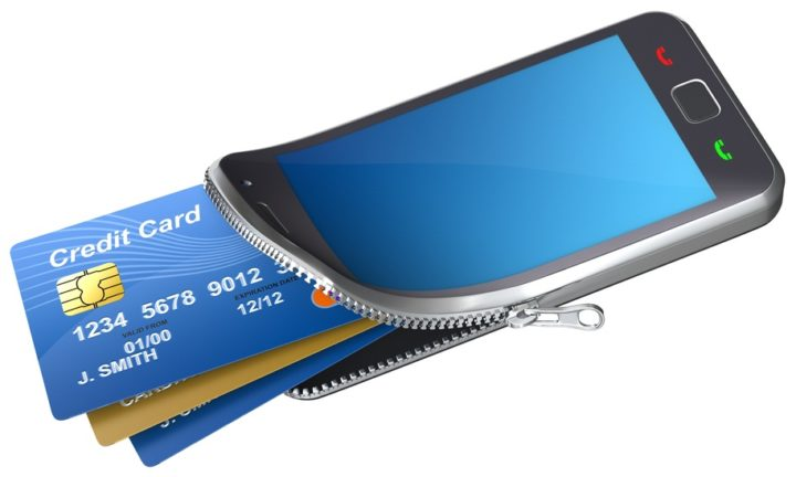 Смартфон с банковскими картами внутри