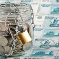 Деньги в банке под замком