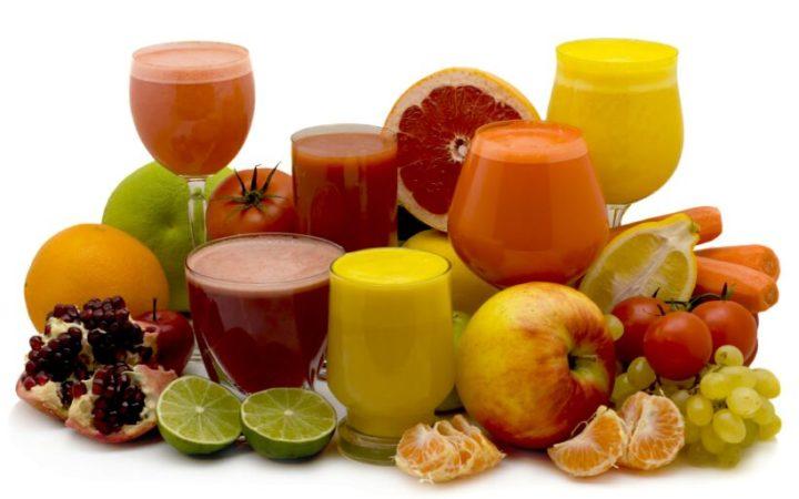 Свежевыжатые соки из разных фруктов