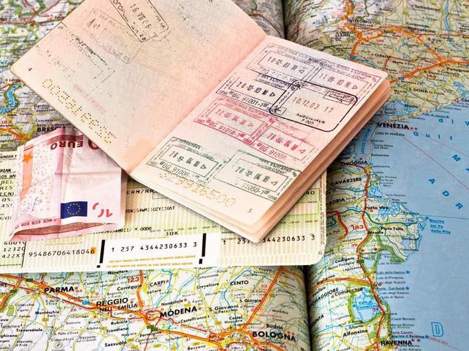 Карта, паспорт, билет и деньги
