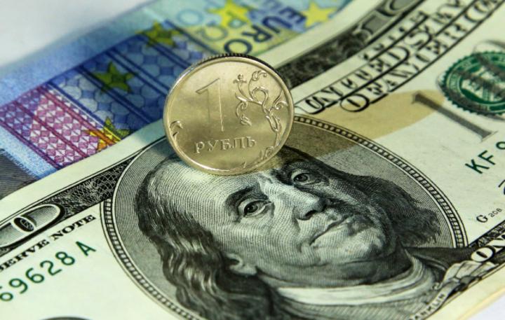 Рубль на долларе