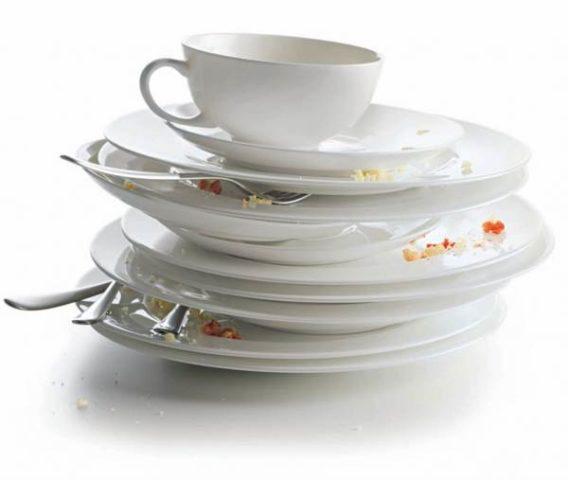 Гора грязной посуды