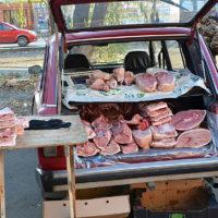 Мясо, которое продают из машины