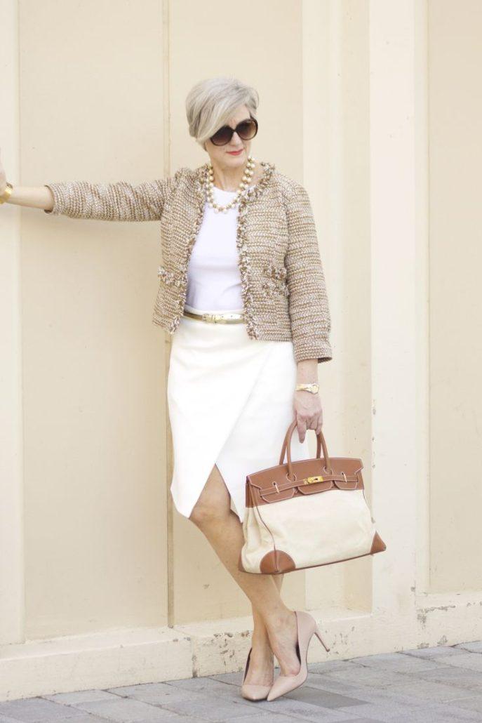 Модно одетая женщина