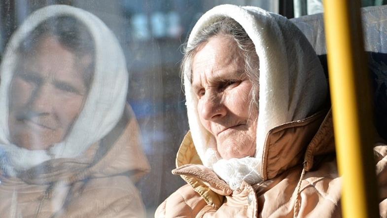 Пенсионерка в трамвае