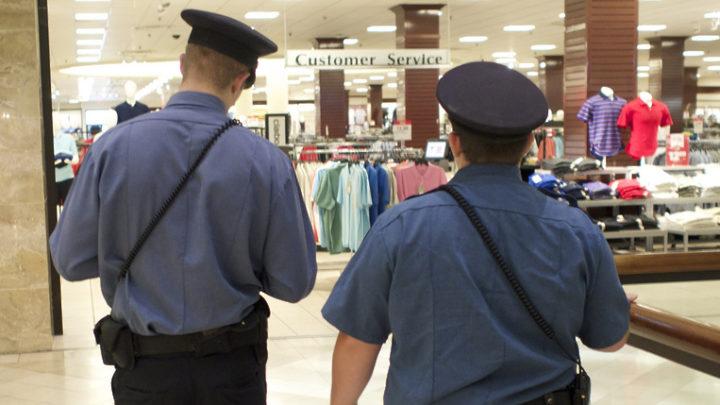 Два полицейских в магазине