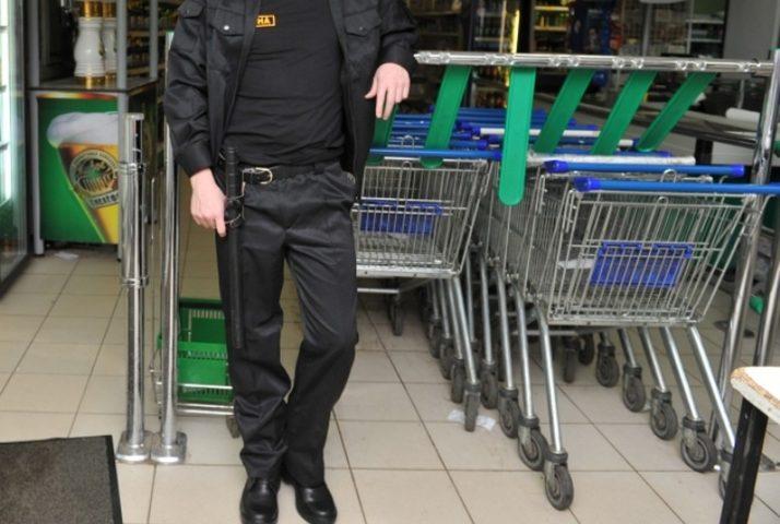 Охранник в супермаркете