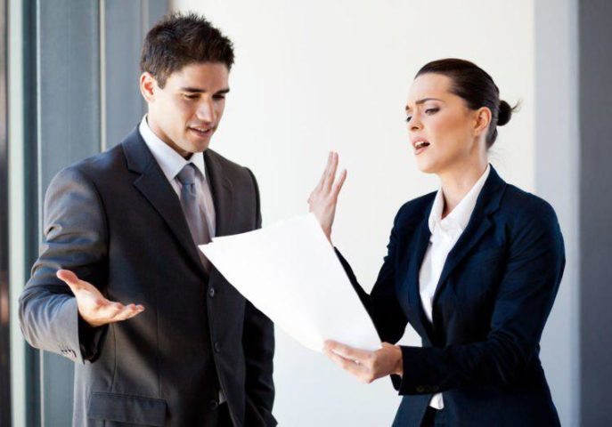 Сотрудник спорит с начальником