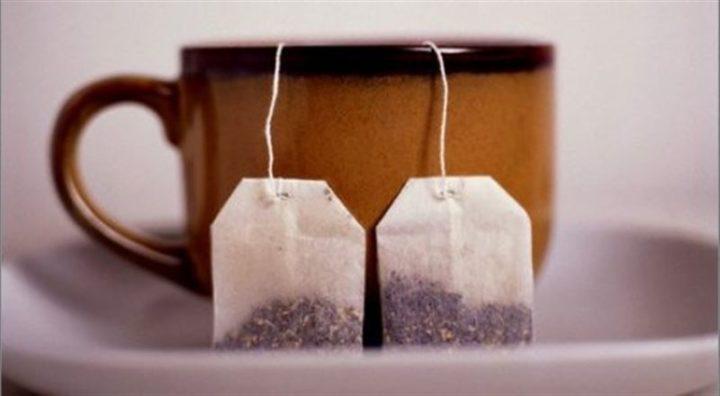 Два чайных пакетика в чашке