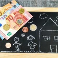 Деньги и нарисованный дом