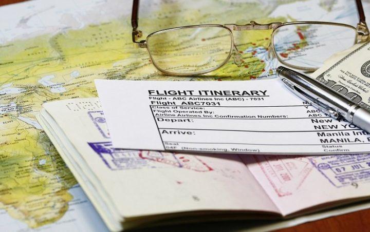 Билет, загранпаспорт и карта