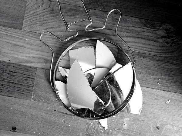 Разбитое зеркаало