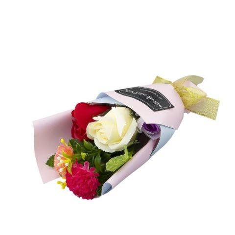 Мыльные цветы с декоративными элементами