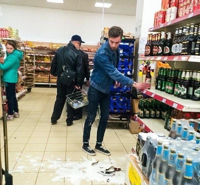 Мужчина разбил товар в магазине
