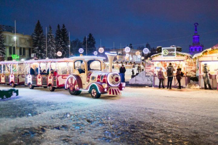 Поход в зимний парк развлечений понравится и малышам, и подростка