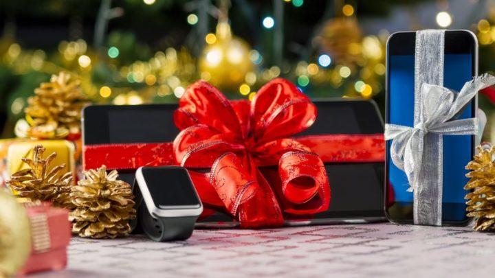 Чаще всего дети просят у Деда Мороза новый телефон