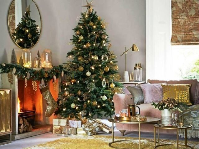В новогоднем дизайне преобладает белый, серебристый, золотой, серый цвет