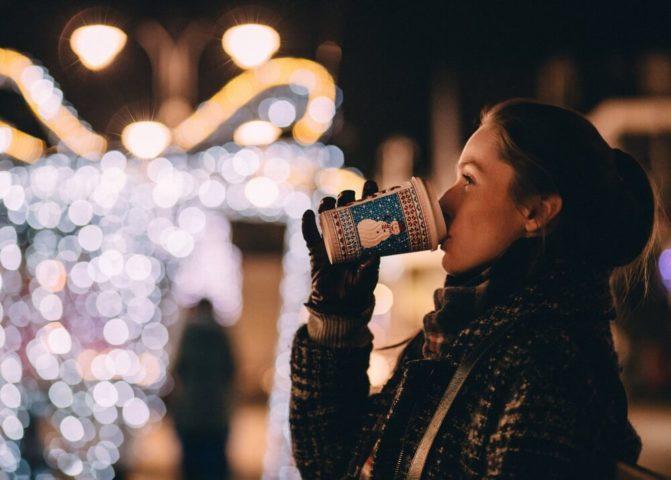 Горячие напитки и сладости на Новый год
