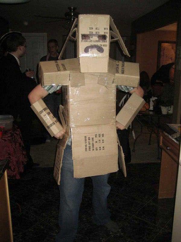 Новогодний костюм из коробок