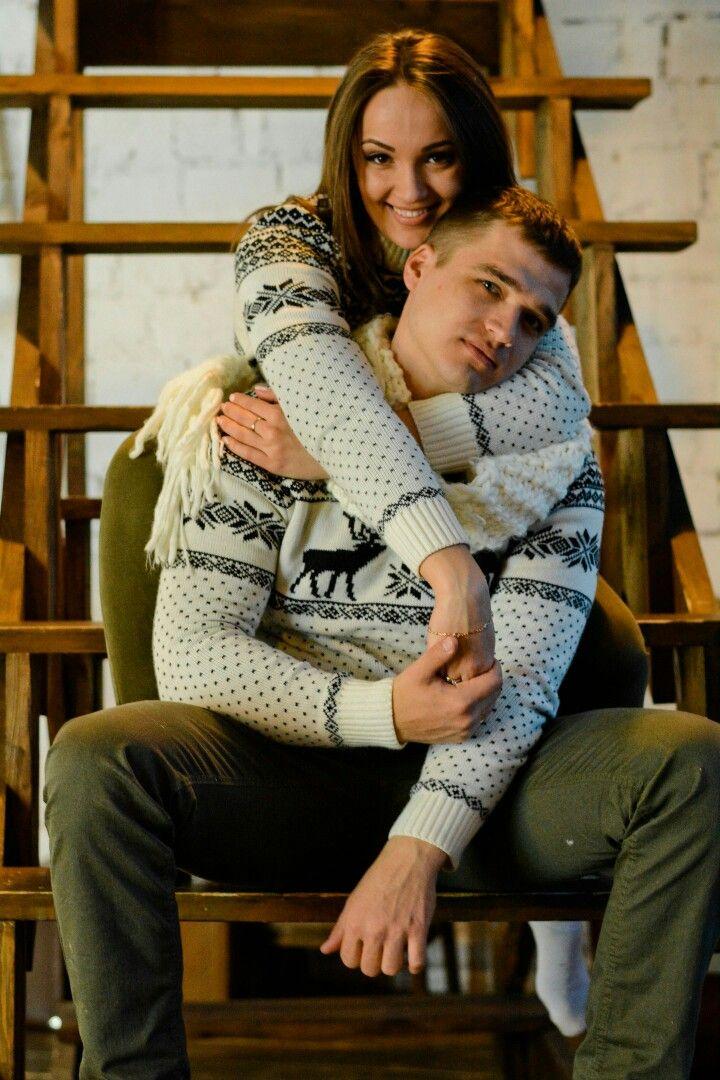 В семейной обстановке можно надеть уютный свитер и джинсы