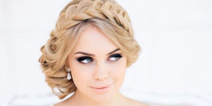 Французская коса будет выглядеть празднично и эффектно