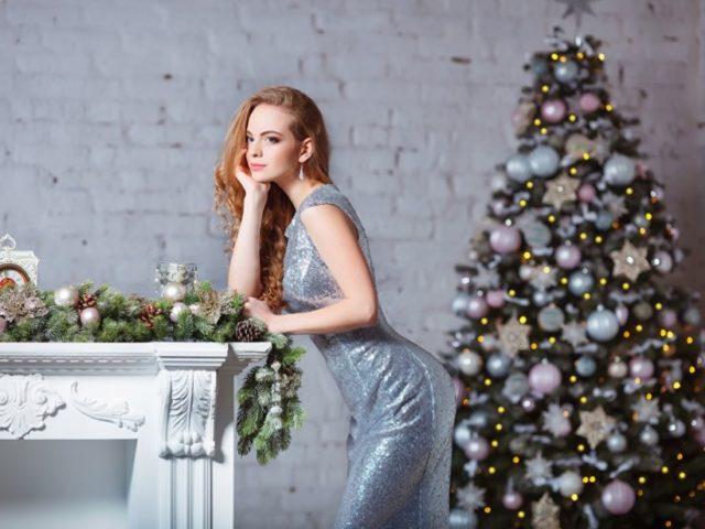 Для встречи Нового года следует подобрать наряды белого, серого и серебристого цвета