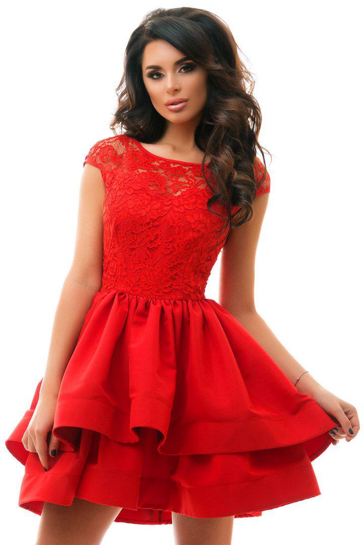 Красное платье подойдет активным и целеустремленным девушкам