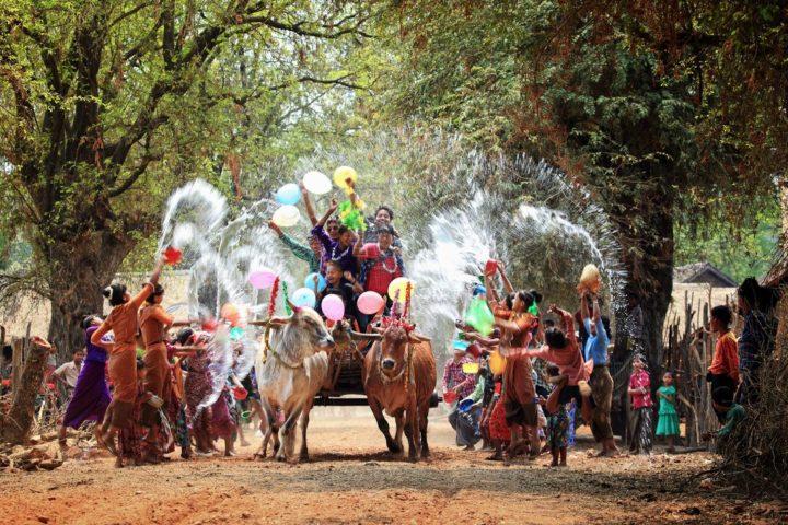 Новый год в Бирме начинается 1 апреля, в самые знойные дни