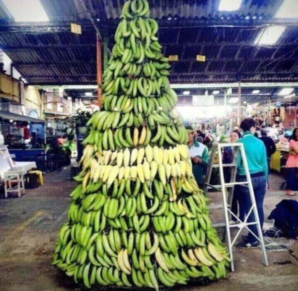 Елка из бананов