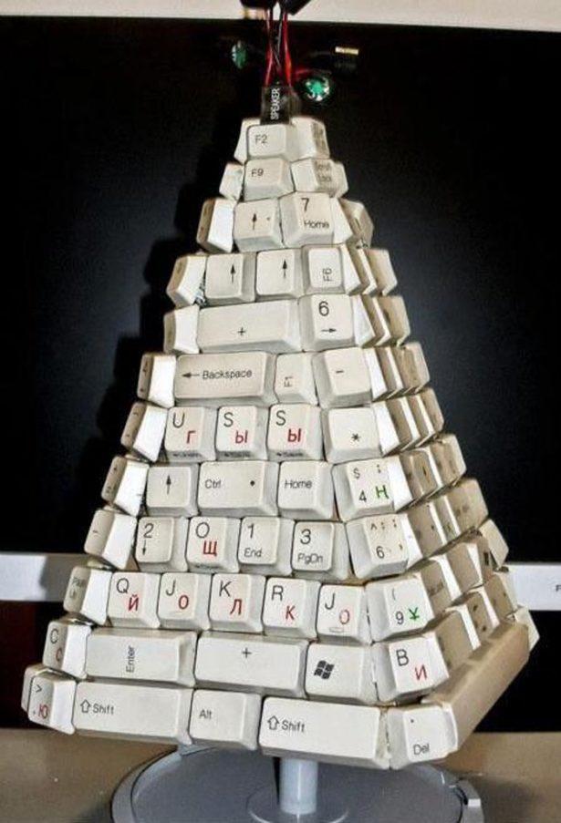Елка из клавиатур