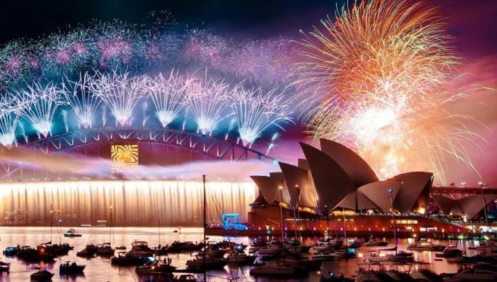 В Сиднее в полночь в гавани Sydney Harbour запускается один из самых больших фейерверков в мире