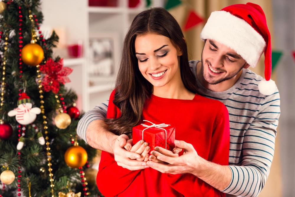 Новый год лучше отпраздновать у себя дома или в гостях у близких родственников