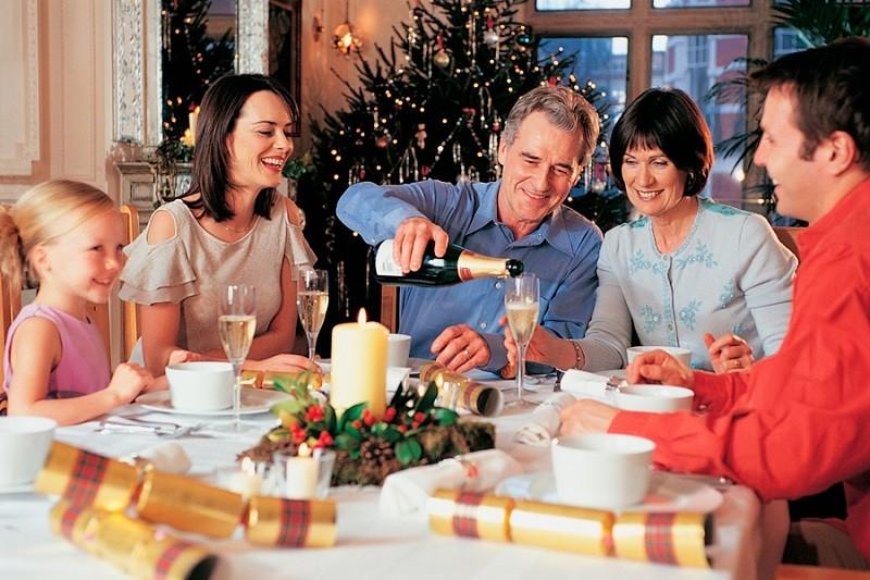 В Новогоднюю ночь стоит отдать свой выбор вину и шампанскому