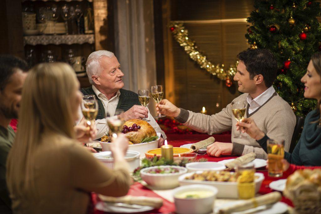 Тост - это прекрасный способ поздравить друзей и родных с Новым годом