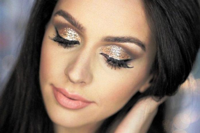 На новый год серые тона являются универсальными для макияжа
