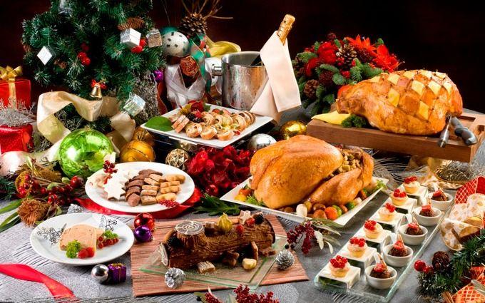 Специально для Крысы на столе или под елкой ставят красивые блюдца с орешками, зернами, семечками