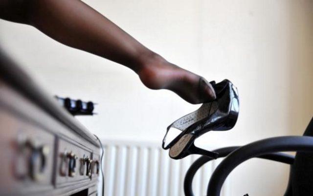 Лак для волос для обуви