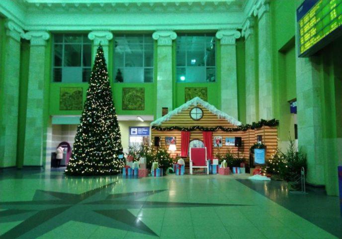 Новогодняя елка на ж/д вокзале Вильнюса