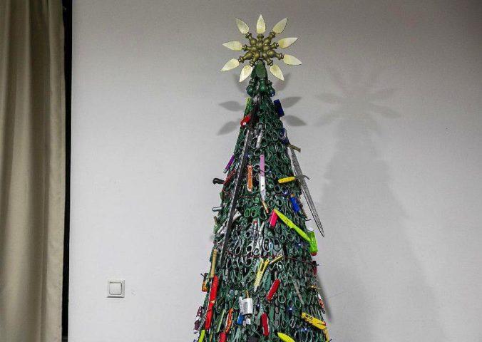 Новогодняя елка в аэропорту Вильнюса