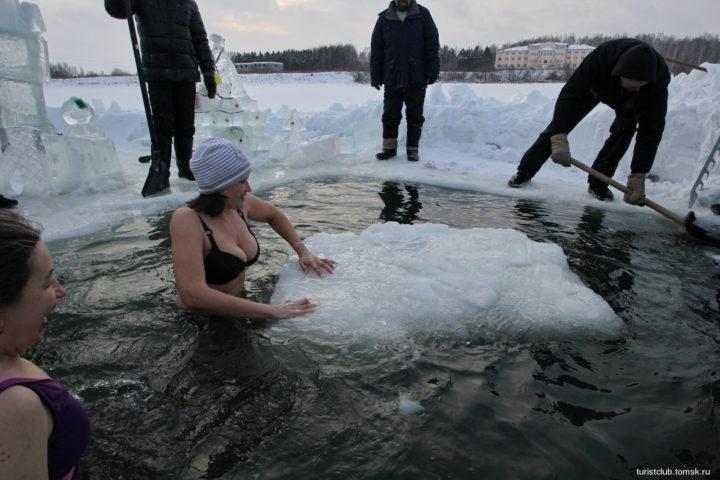 Лед в проруби
