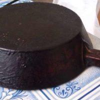 Сковорода с нагаром