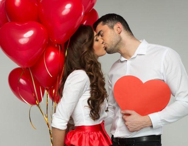 Как поздравить девушку на 14 февраля