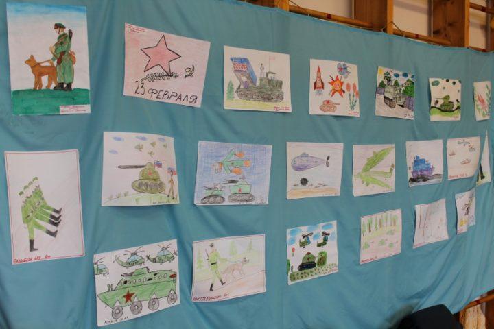 В школах в преддверии Дня защитника Отечества проводят выставки и конкурсы детского творчества