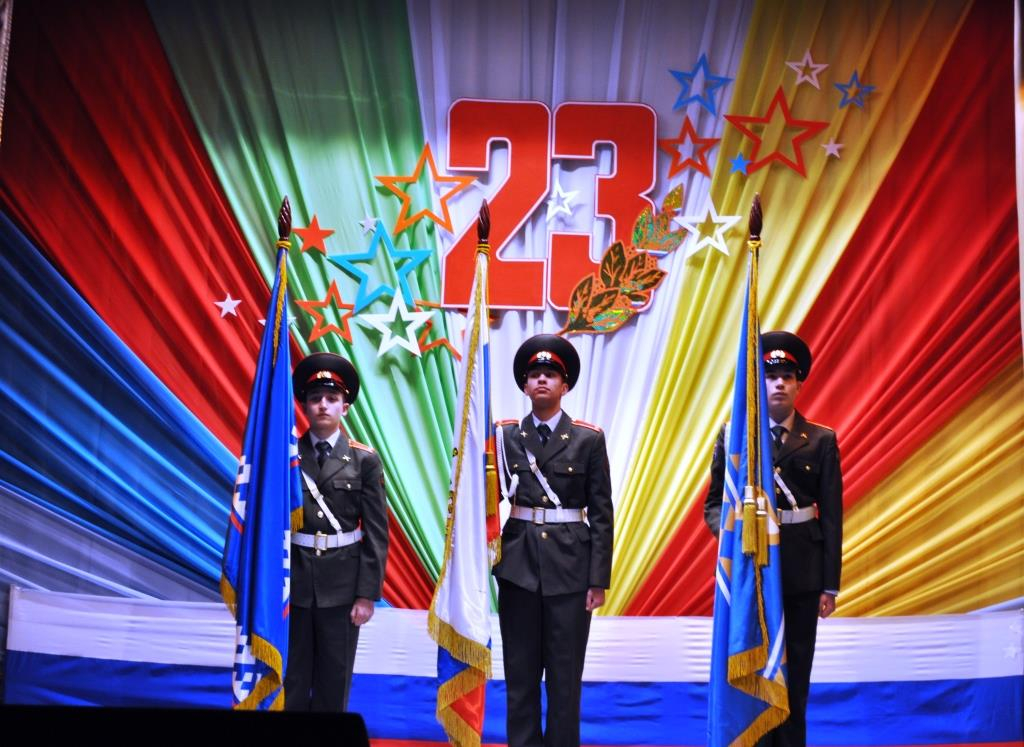 Цветовая гамма для оформления сцены выбирается в цветах флага России – бело-сине-красная