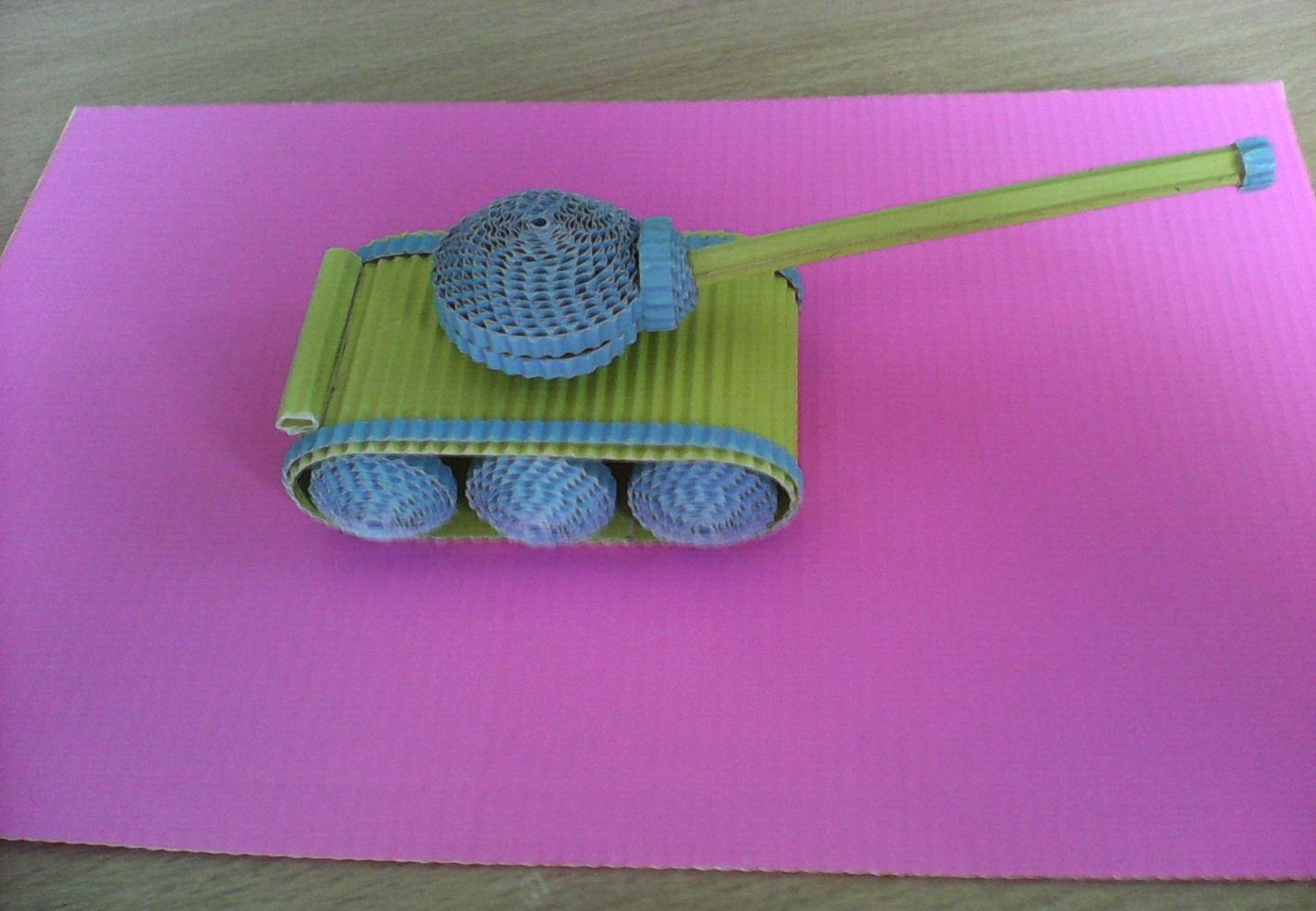 Модель можно подарить отцу или дедушке, а также использовать в качестве оригинального сувенира или игрушки