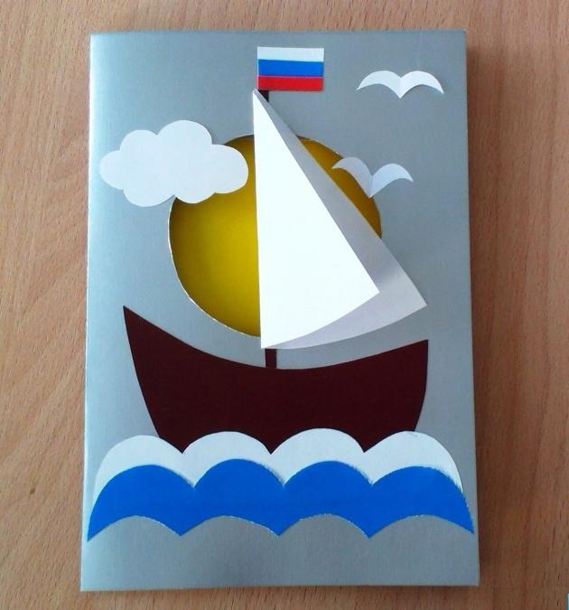 В качестве одного из вариантов поделки можно сделать объемную открытку