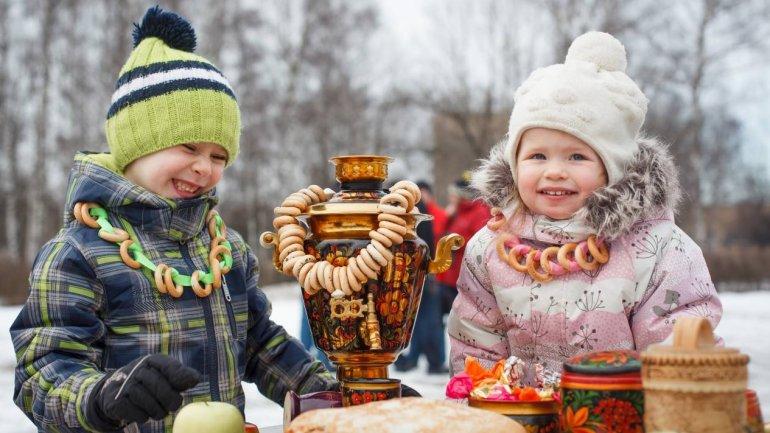 В настоящее время праздник Масленицы отмечают в школах и детских садах