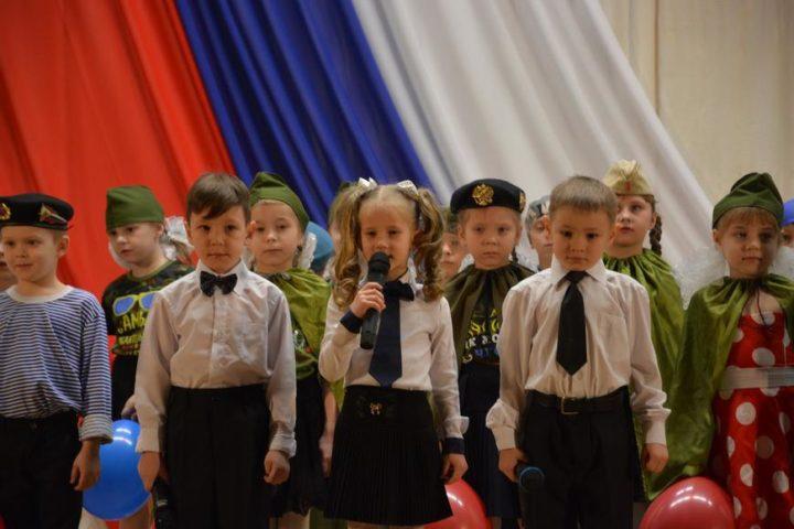 Песни к 23 февраля могут быть исполнены как на классном часу, посвященном Дню защитника Отечества, так и в актовом зале